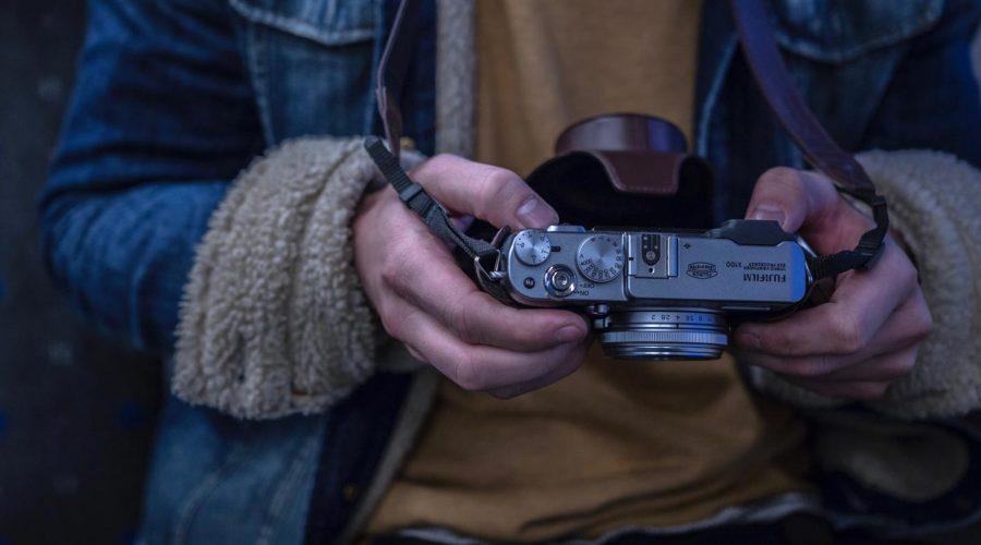 man-person-hands-photographer